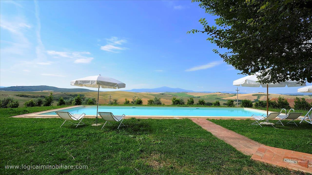 Splendido agriturismo con piscina e 43 ha di terra in vendita a montisi logica immobiliare - Agriturismo abruzzo con piscina ...