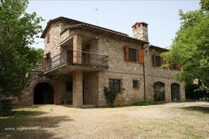 Villa in vendita a Sarteano, 4 locali, Trattative riservate | CambioCasa.it