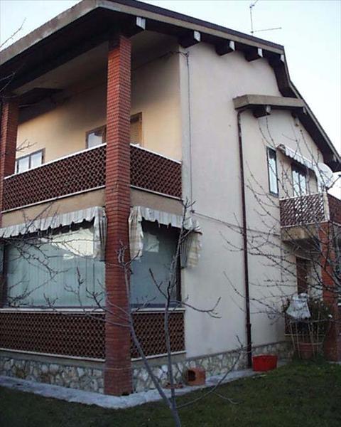 Villa in vendita a Sarteano, 4 locali, prezzo € 320.000 | CambioCasa.it