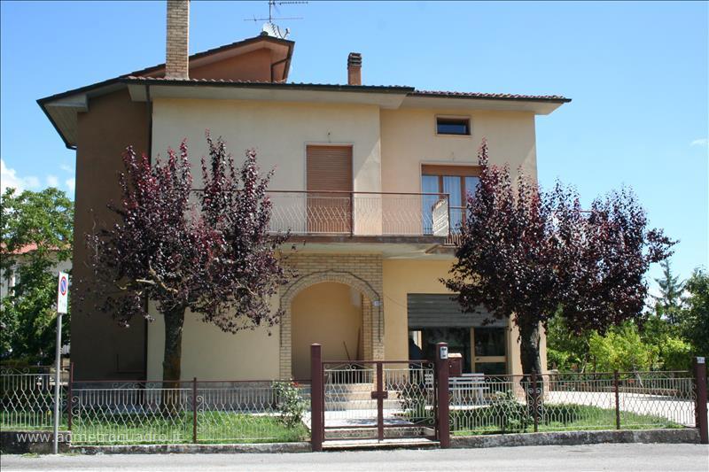 Villa in vendita a Sarteano, 3 locali, prezzo € 330.000 | Cambio Casa.it