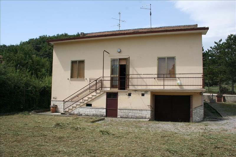 Villa in vendita a Sarteano, 4 locali, prezzo € 320.000 | Cambio Casa.it