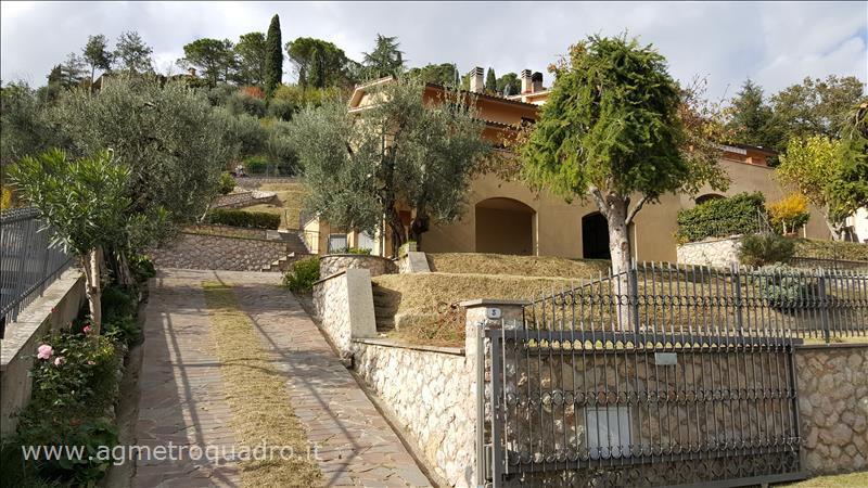 Villa Bifamiliare in vendita a Chiusi, 4 locali, prezzo € 250.000 | Cambio Casa.it
