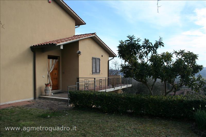 Villa Bifamiliare in Vendita a Chiusi