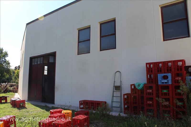 Negozio / Locale in vendita a Chiusi, 9999 locali, prezzo € 250.000 | CambioCasa.it