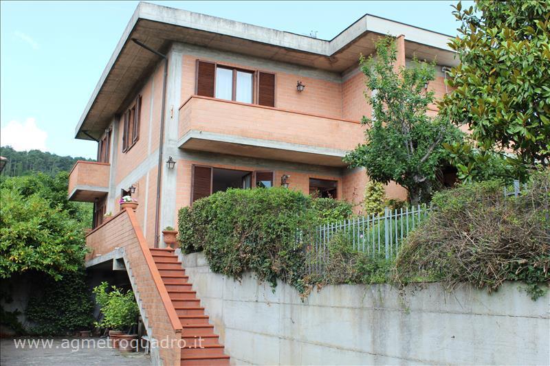 Villa Bifamiliare in Vendita a Sarteano