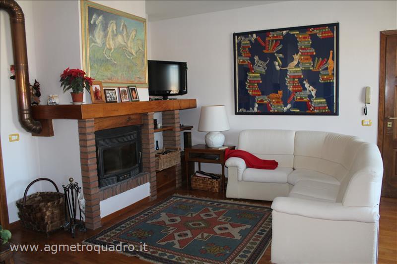 Appartamento in vendita a Cetona, 3 locali, prezzo € 149.000 | CambioCasa.it