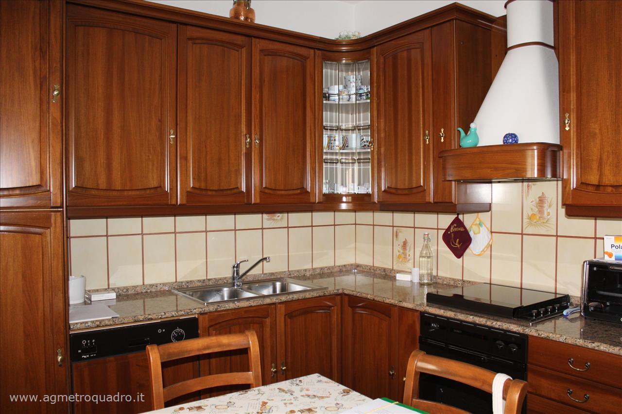 Villa in vendita a Montepulciano, 4 locali, prezzo € 275.000 | CambioCasa.it