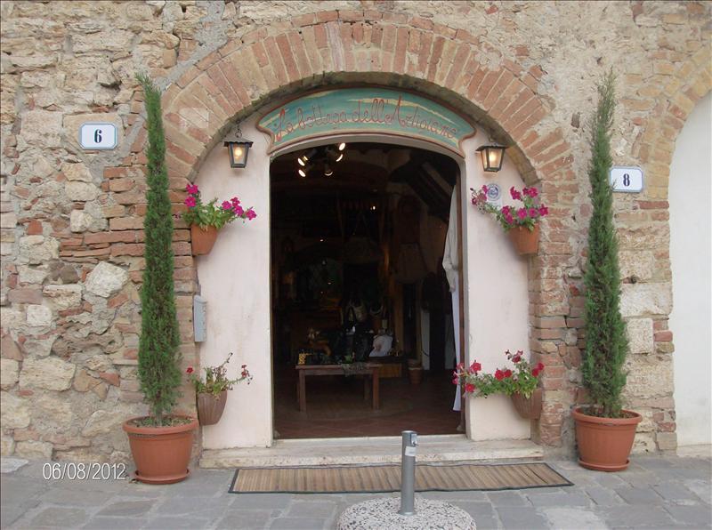 Negozio / Locale in vendita a Siena, 9999 locali, prezzo € 65.000 | CambioCasa.it