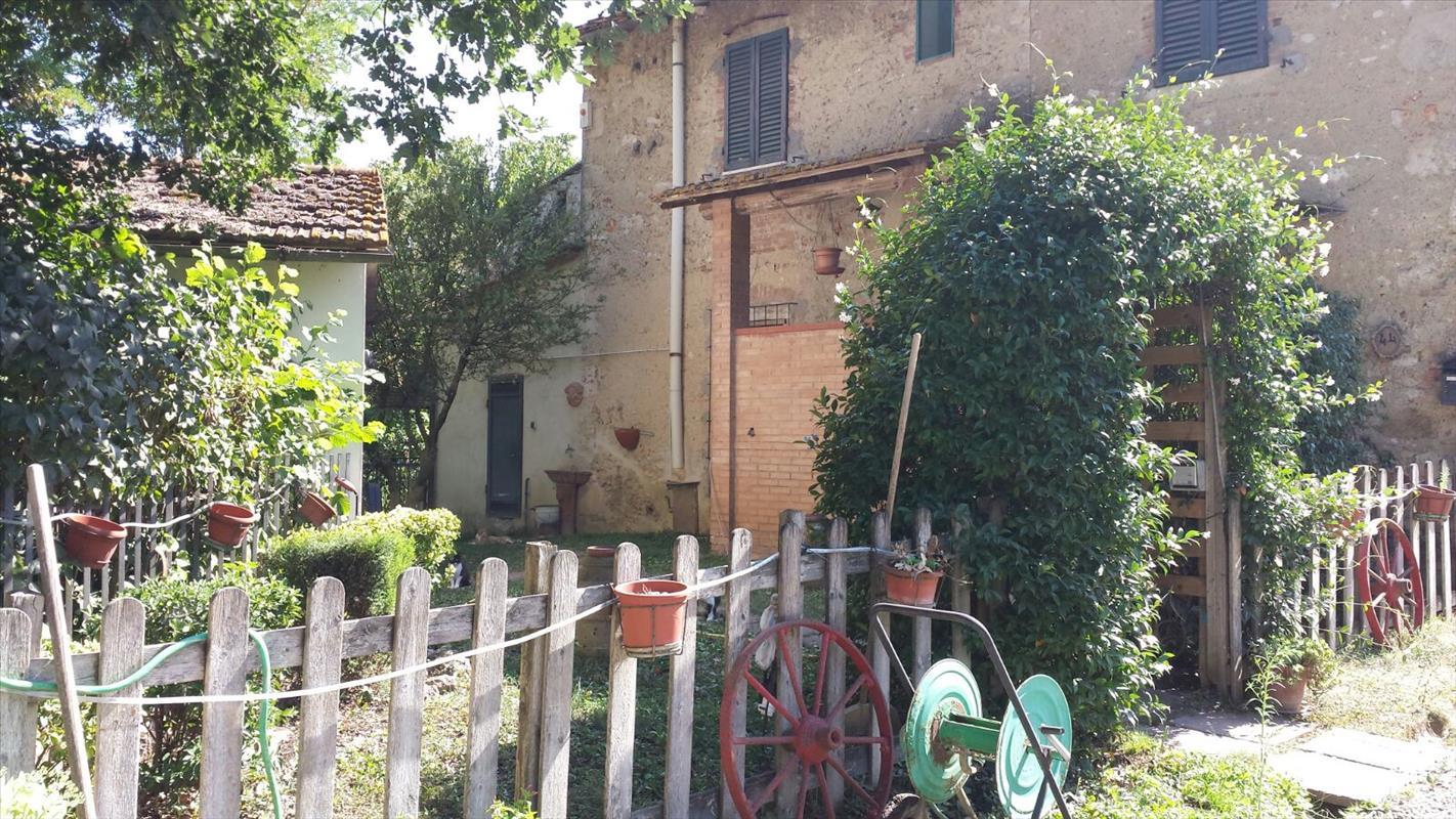 Rustico / Casale in vendita a Colle di Val d'Elsa, 4 locali, prezzo € 180.000 | Cambio Casa.it