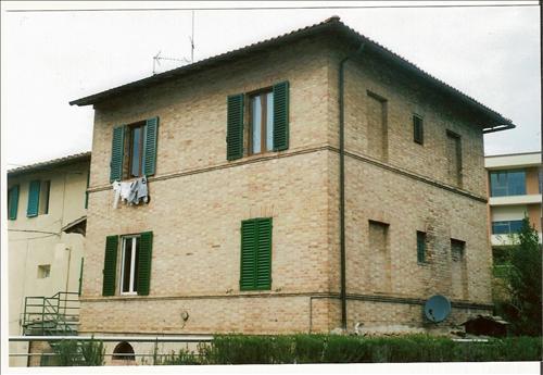 Appartamento trilocale in vendita a siena agenzie - Immobili categoria a1 ...