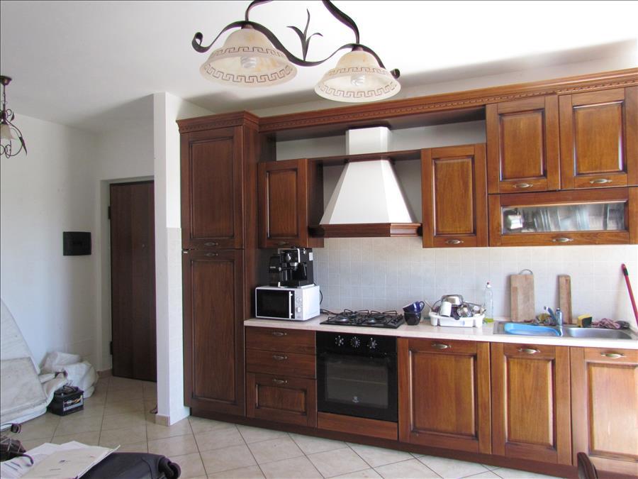 Appartamento quadrilocale in vendita a castiglione del for Costo per costruire un appartamento garage per 2 auto