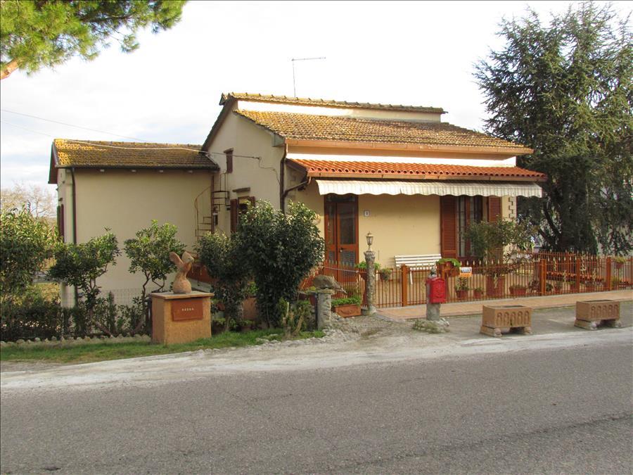 Villa in vendita a Castiglione del Lago, 4 locali, prezzo € 185.000   CambioCasa.it