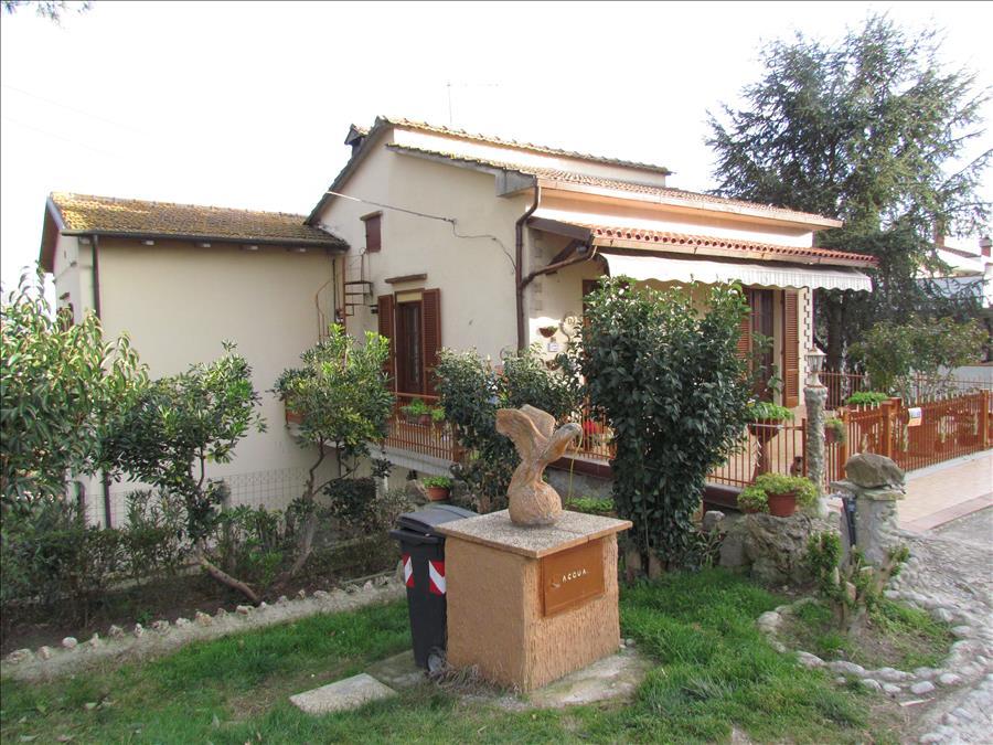 Villa in vendita a Castiglione del Lago, 4 locali, prezzo € 185.000 | Cambio Casa.it
