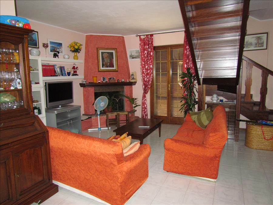 Appartamento in vendita a Castiglione del Lago, 4 locali, prezzo € 295.000 | Cambio Casa.it