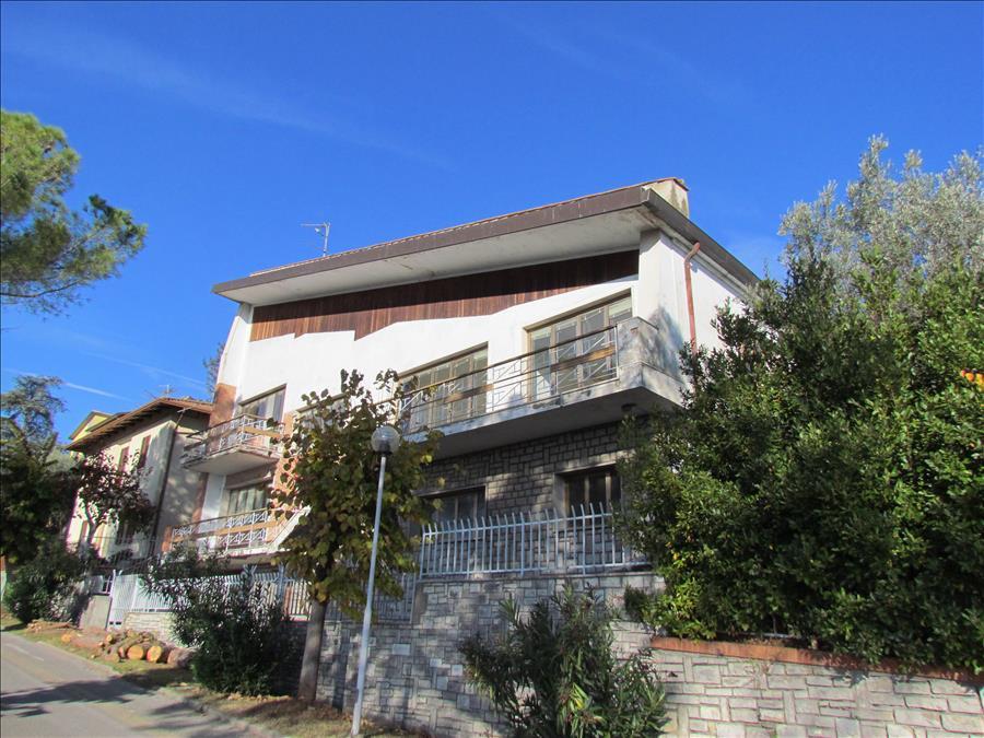 Villa in vendita a Castiglione del Lago, 14 locali, prezzo € 600.000 | CambioCasa.it