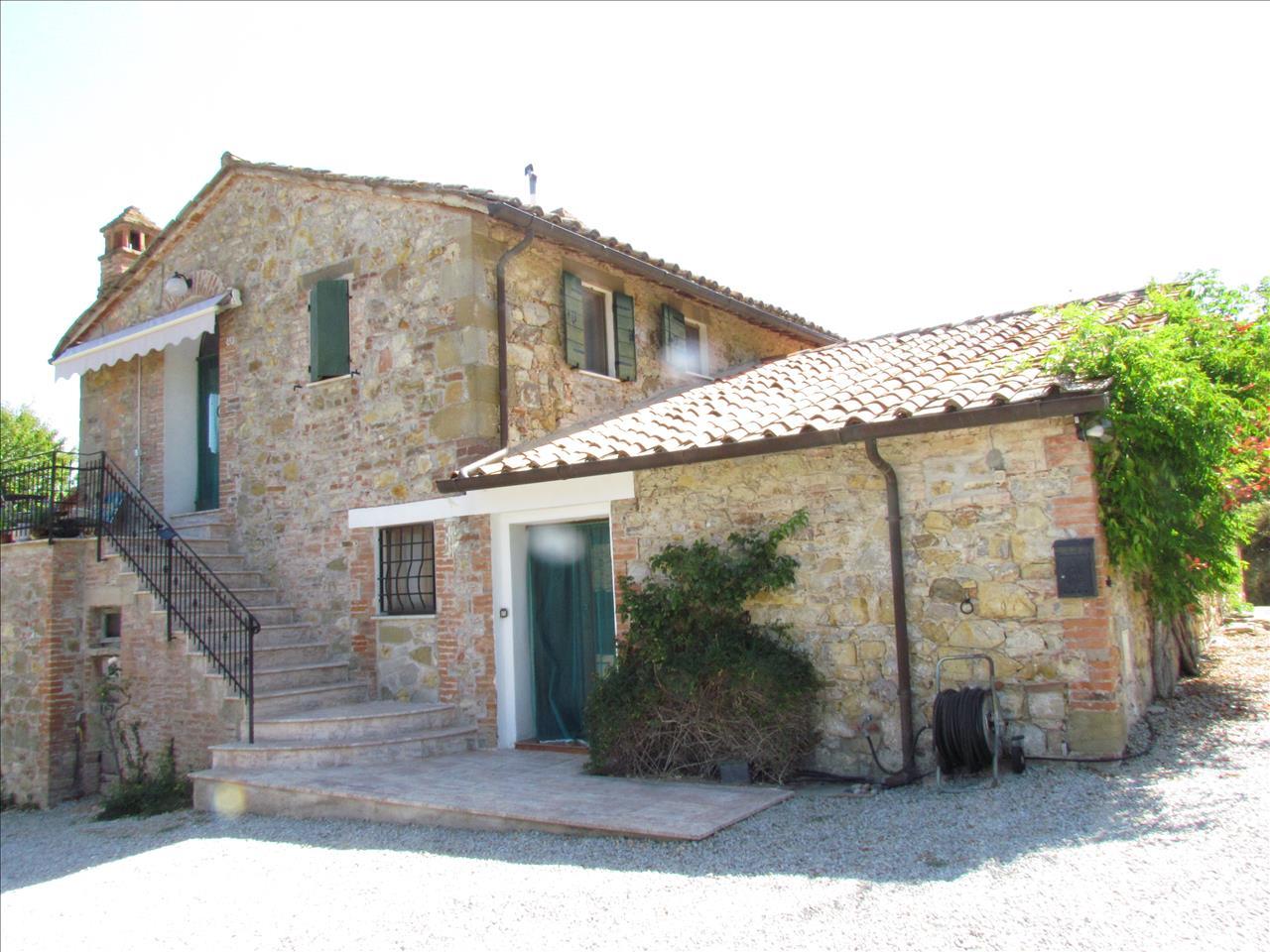 Rustico / Casale in vendita a Piegaro, 4 locali, prezzo € 370.000 | CambioCasa.it