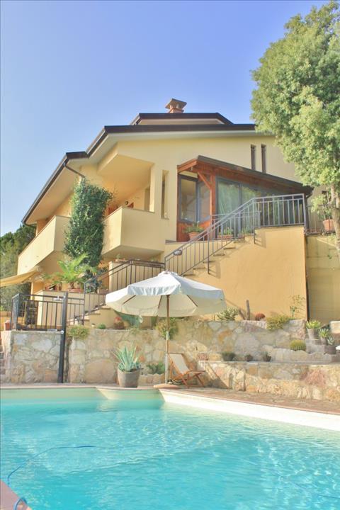 Villa in vendita a Corciano, 4 locali, prezzo € 690.000 | CambioCasa.it