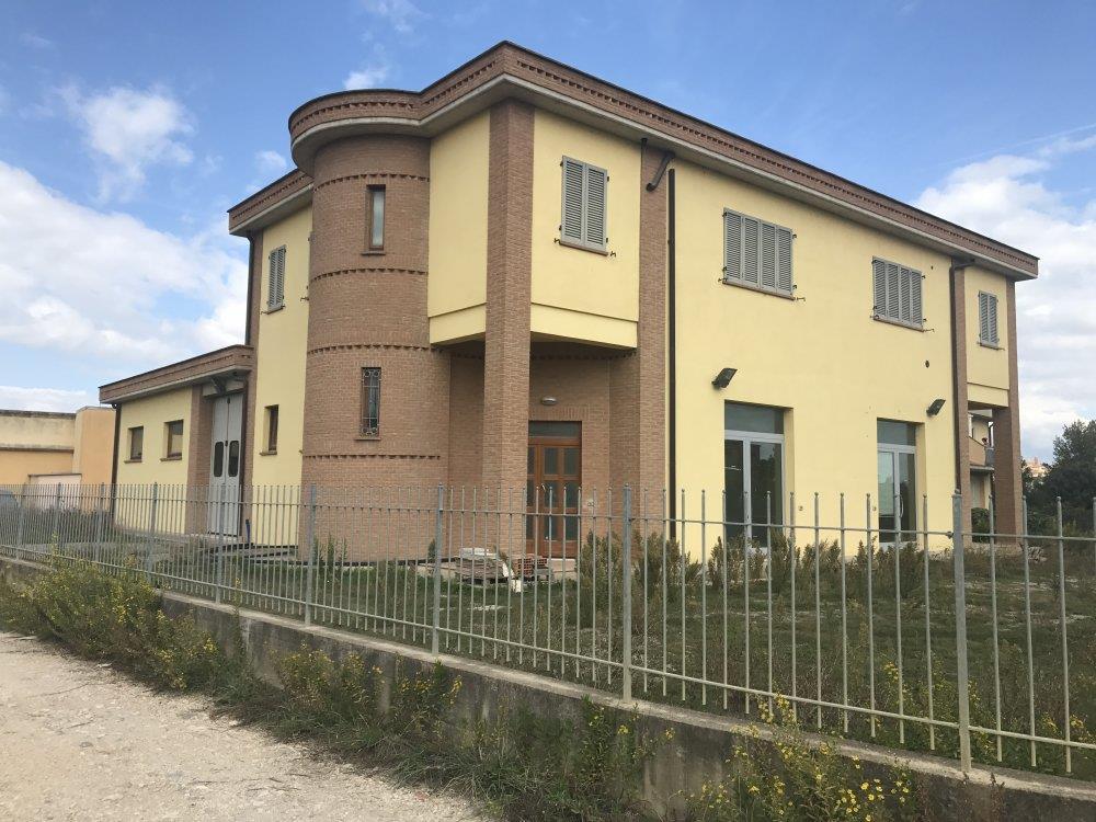Negozio / Locale in affitto a Castiglione del Lago, 9999 locali, prezzo € 1.200 | CambioCasa.it
