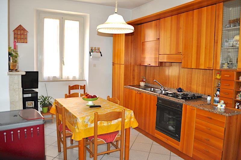 Villa Bifamiliare in vendita a Piegaro, 4 locali, prezzo € 150.000   CambioCasa.it