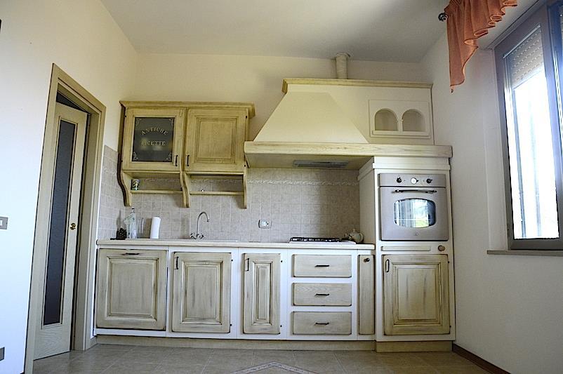 Appartamento in vendita a Castiglione del Lago, 3 locali, prezzo € 170.000   CambioCasa.it