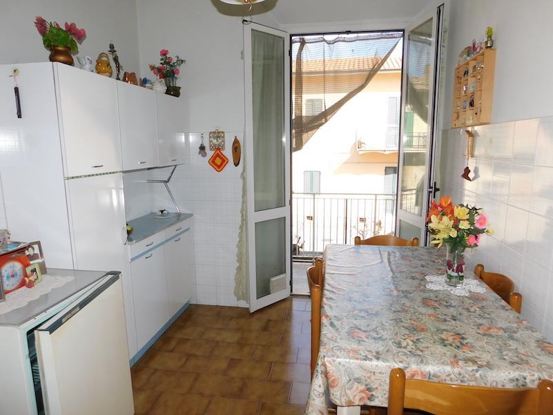 Appartamento in vendita a Castiglione del Lago, 2 locali, prezzo € 70.000   CambioCasa.it
