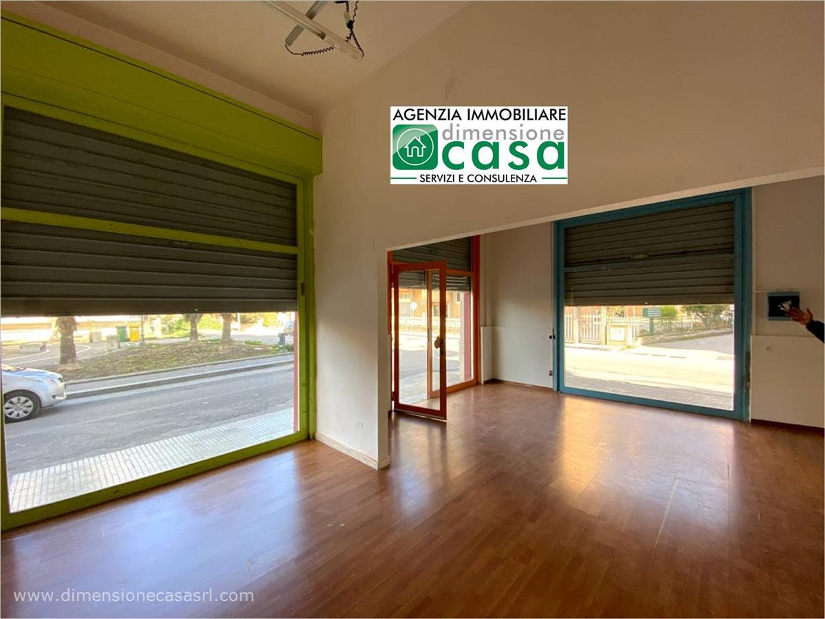 Negozio / Locale in affitto a San Cataldo, 9999 locali, prezzo € 390 | CambioCasa.it
