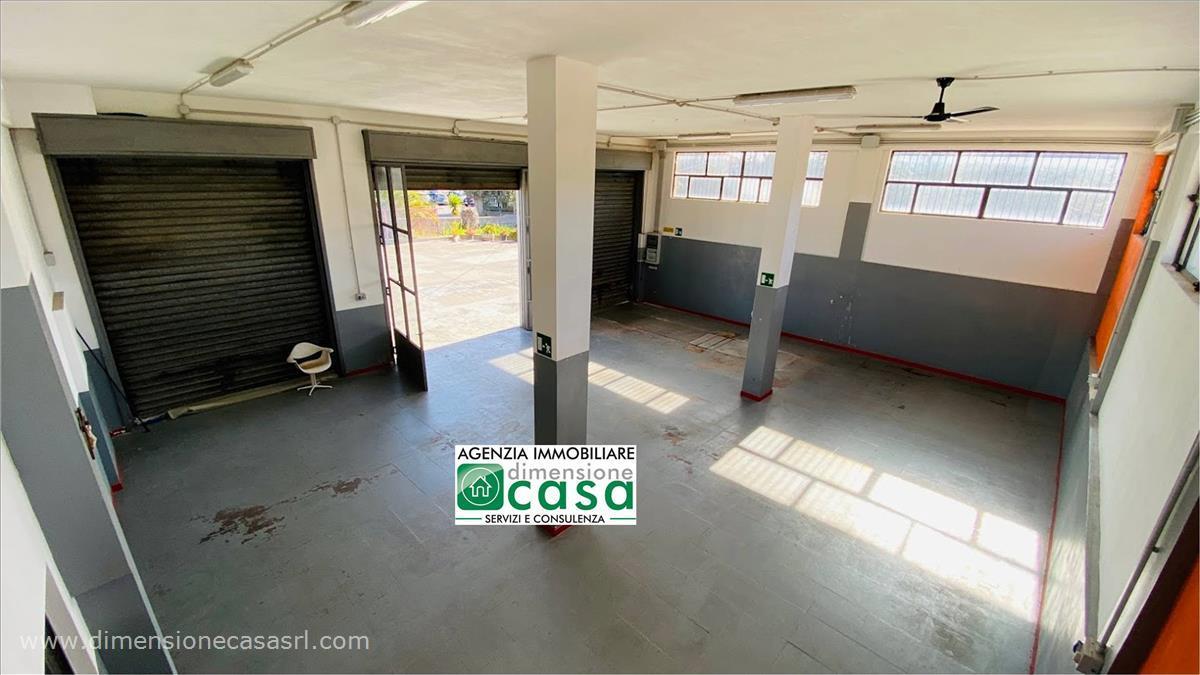Negozio / Locale in affitto a San Cataldo, 9999 locali, prezzo € 700 | CambioCasa.it
