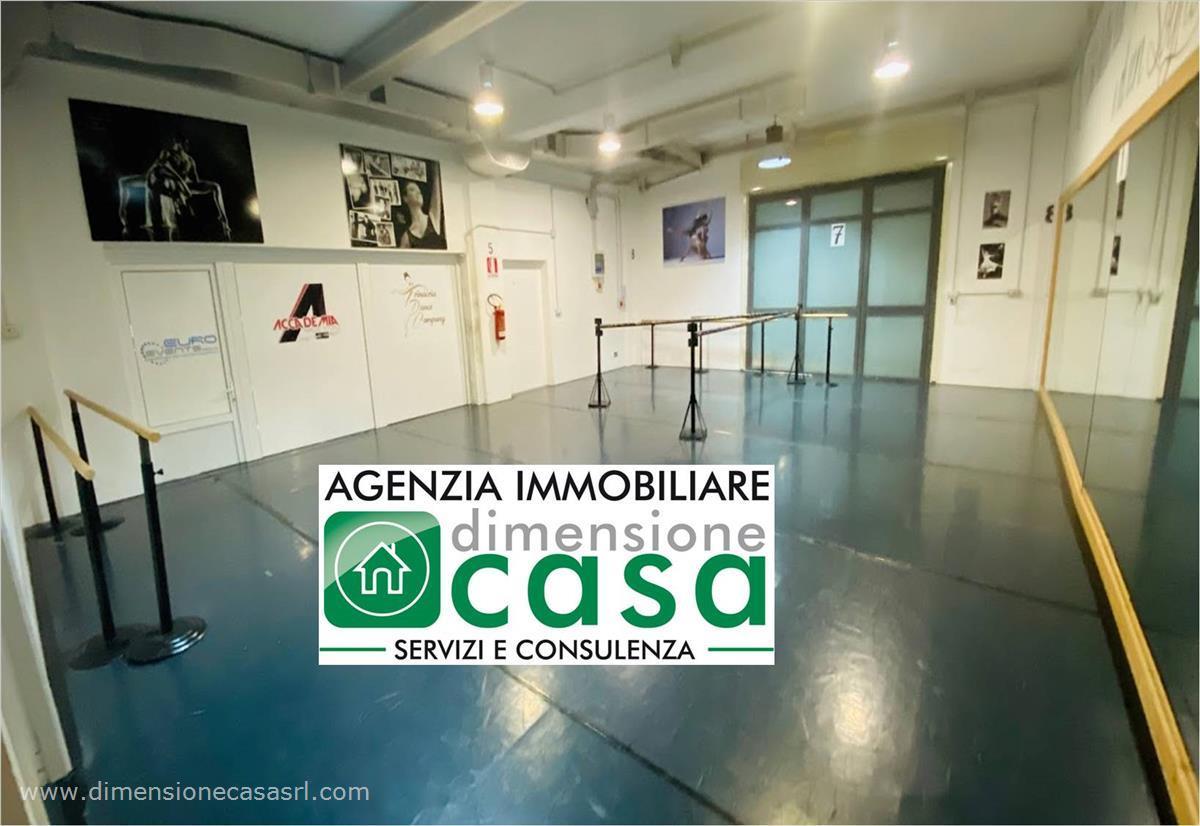 Negozio / Locale in affitto a San Cataldo, 11 locali, prezzo € 1.300 | CambioCasa.it