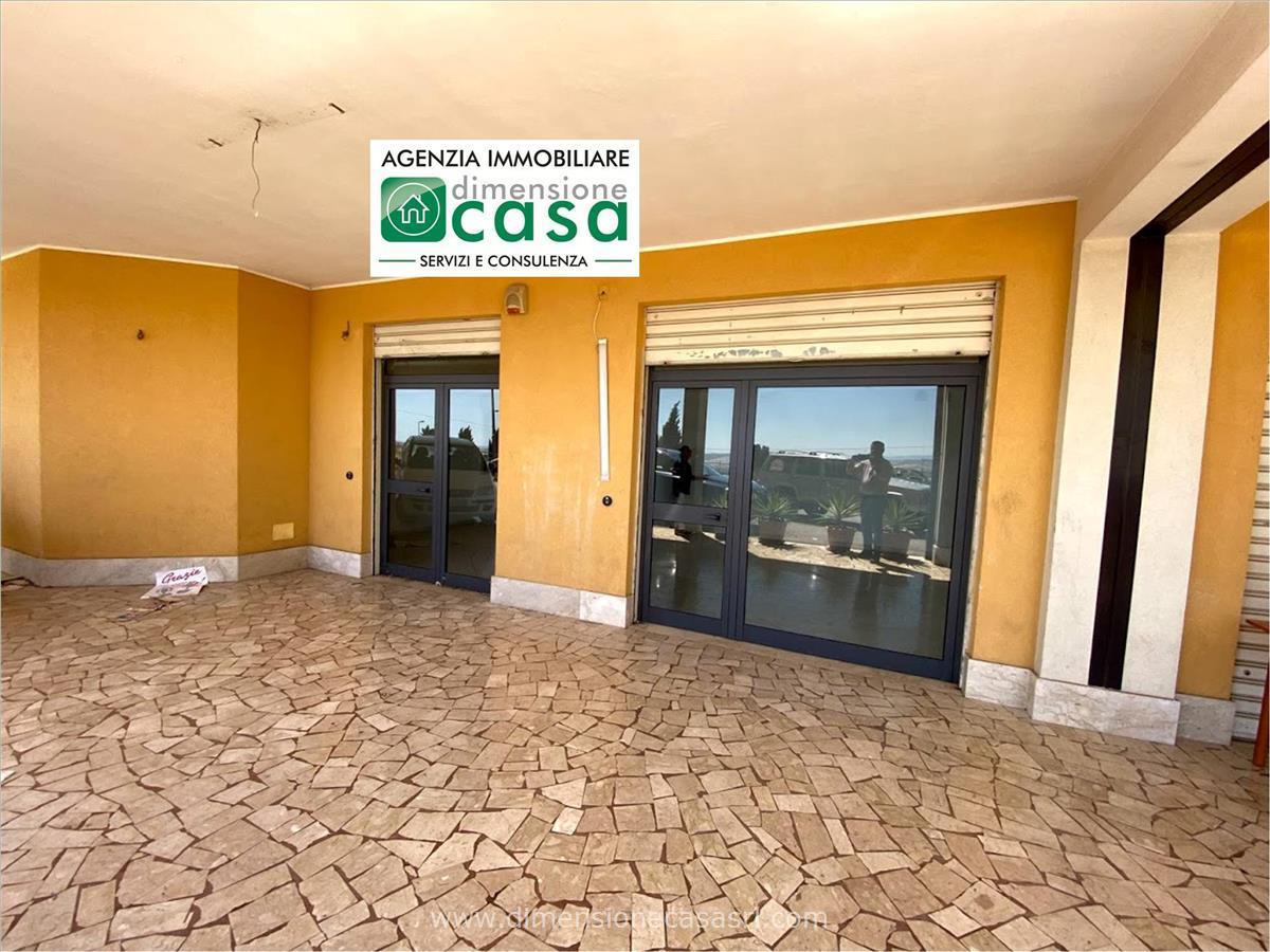 Negozio / Locale in affitto a San Cataldo, 9999 locali, prezzo € 450 | CambioCasa.it