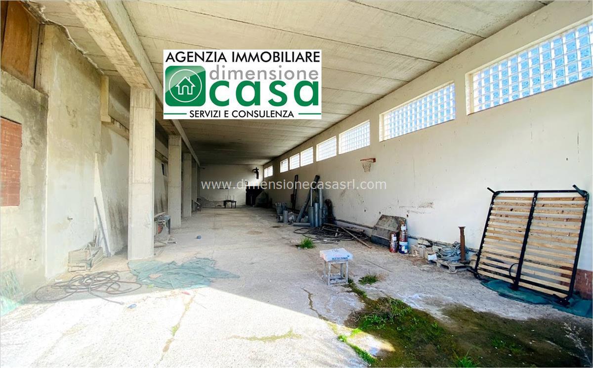 Magazzino in affitto a San Cataldo, 9999 locali, prezzo € 500 | CambioCasa.it