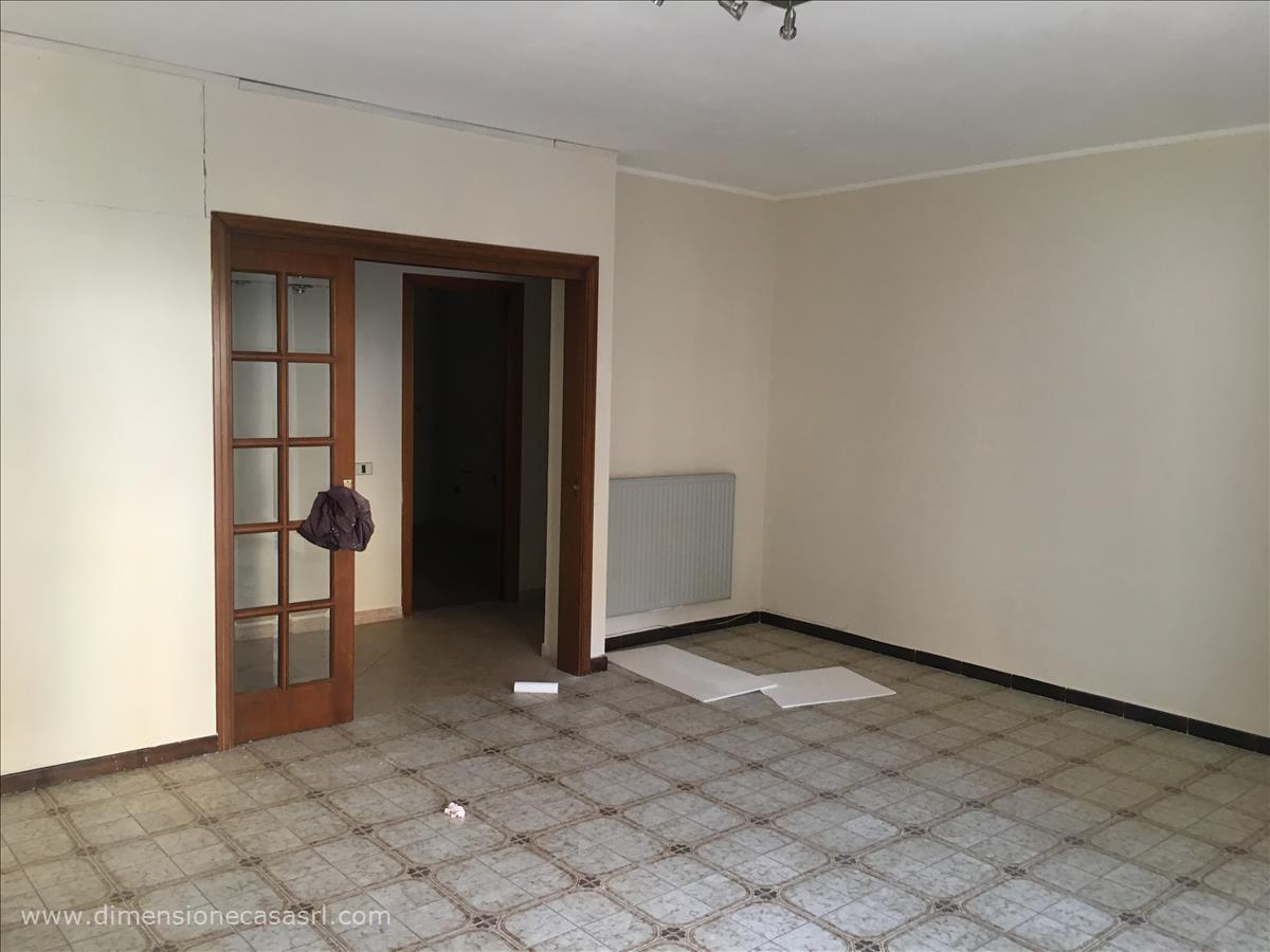 Appartamento in affitto a San Cataldo, 5 locali, prezzo € 340 | CambioCasa.it